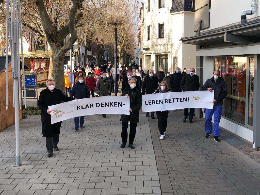 Stiller Protest-Spaziergang am 11.12. 2020 durch Bad Lippspringe