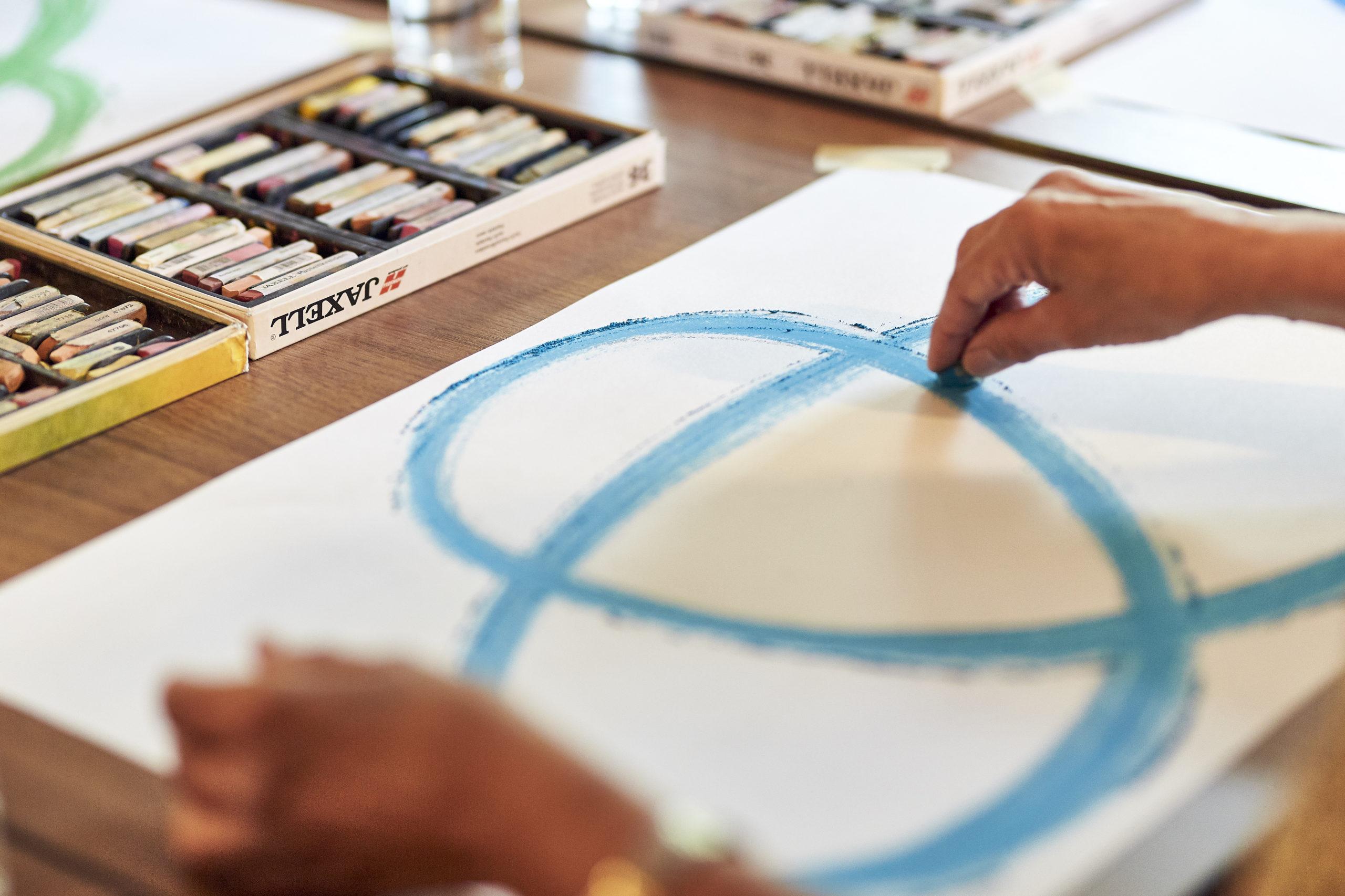 Kreativtherapie unterstützt Patient*innen, bei sich selbst anzukommen