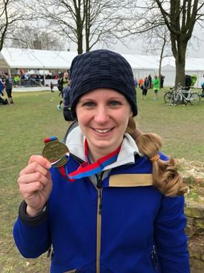 Linda K. mit ihrer Medaille des Venloops 2018