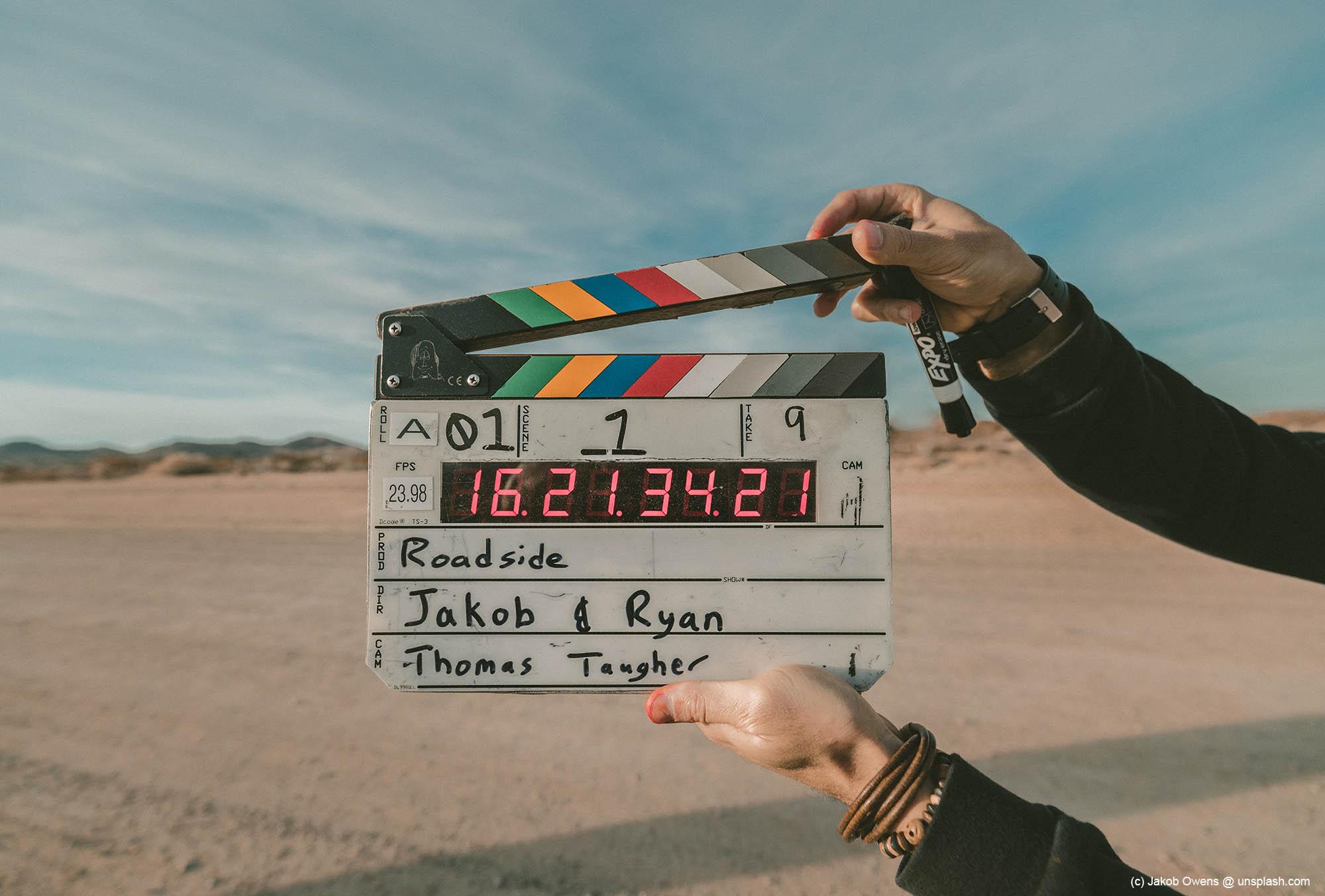 Filmklappe symbolisch für den Beginn der Genesung.