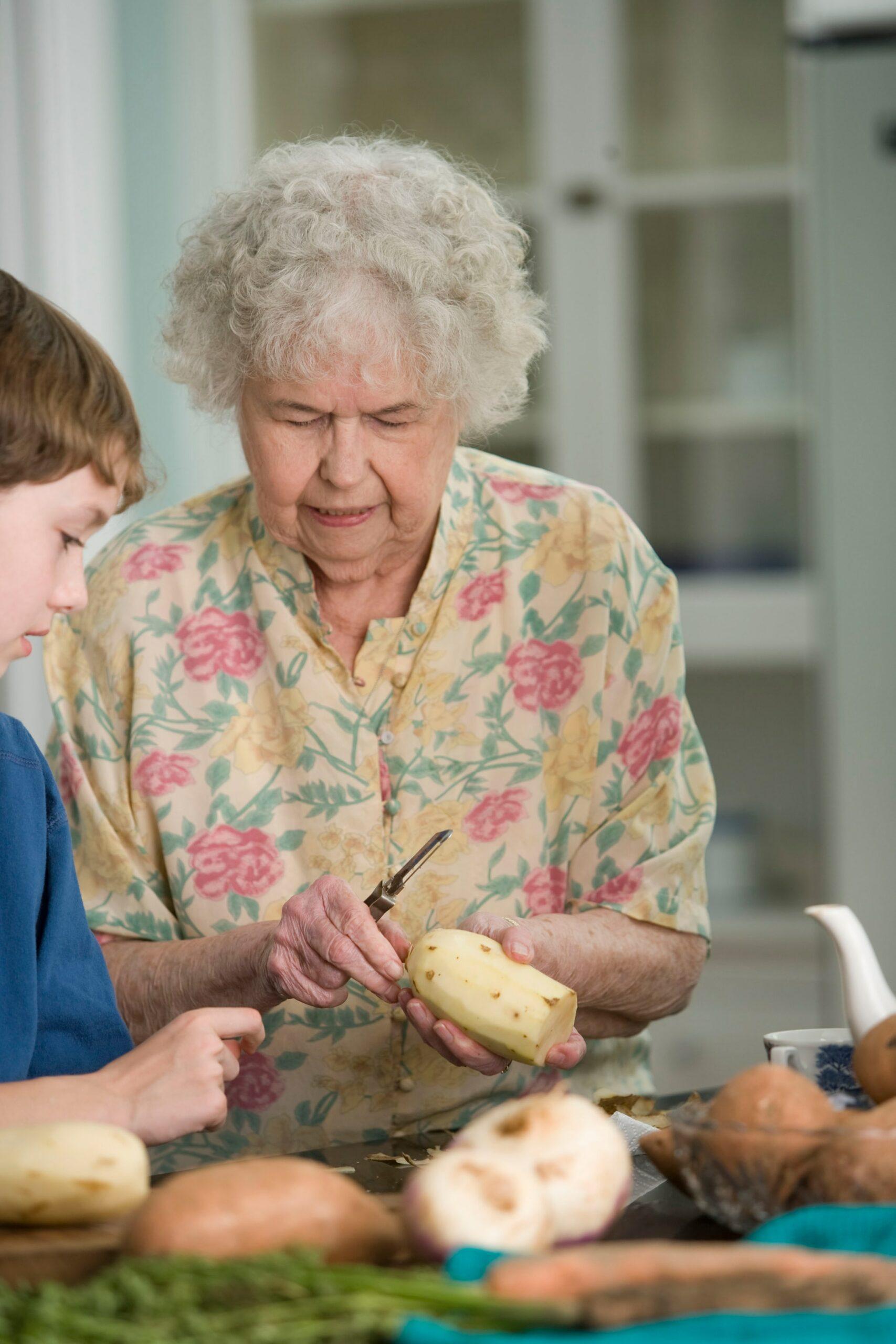 Frau Meyer mit ihrem Enkel